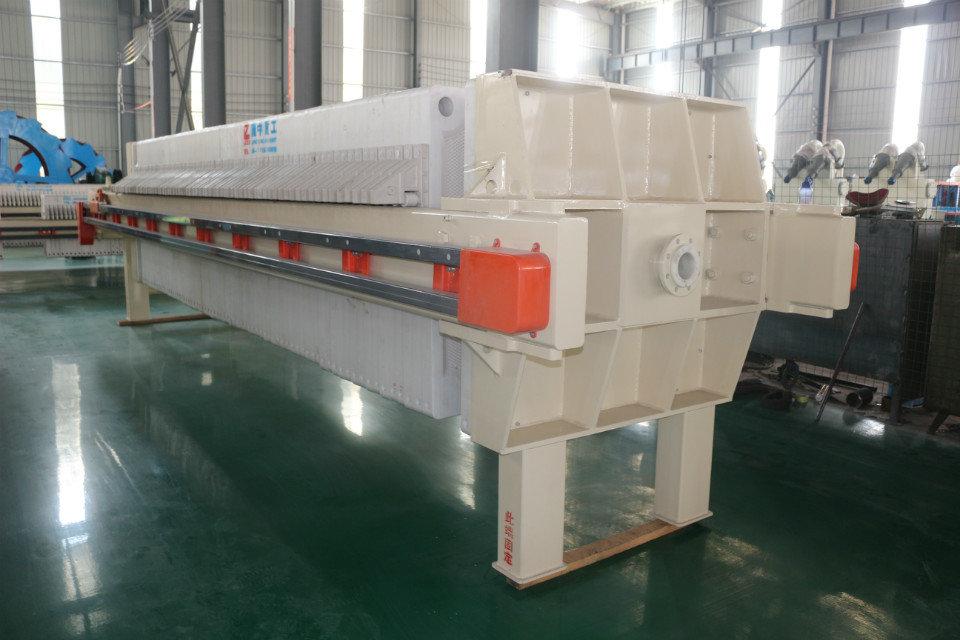 污泥脱水厢式压滤机设备处理200吨多少钱一台?