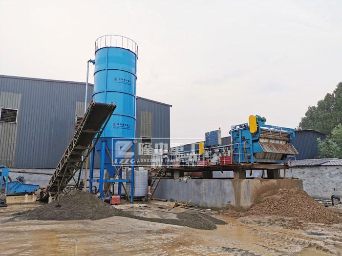 隆中环保型洗沙设备,时产100吨处理现场